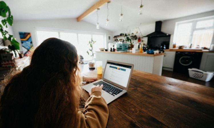 Zo blijft uw energiefactuur binnen de perken bij thuiswerk